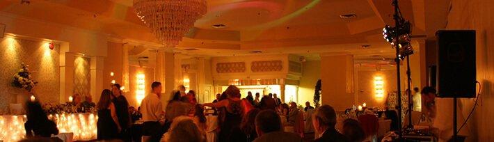 DJ für Hochzeit in einer exklusiven Hochzeitslocation